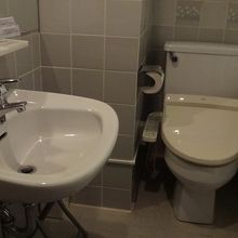 トイレとバスルームは別。