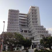 近代的なビル。