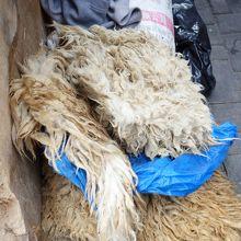 染める前の羊毛。