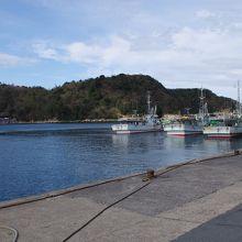 温泉津湾には温泉津港が設けられています。