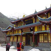 風景に溶け込んだお寺です