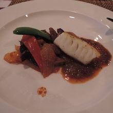 夕食のメインは、お肉かお魚かを選べます