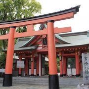 美しい朱の社殿