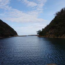 銀山の外港として機能した天然の良港沖泊