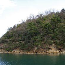 こちら側の山上には櫛島城跡が、反対側には鵜の丸城跡があります