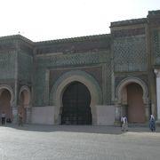 城壁に囲まれた古都