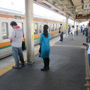 JR中央線と愛知環状鉄道は同じホームを利用