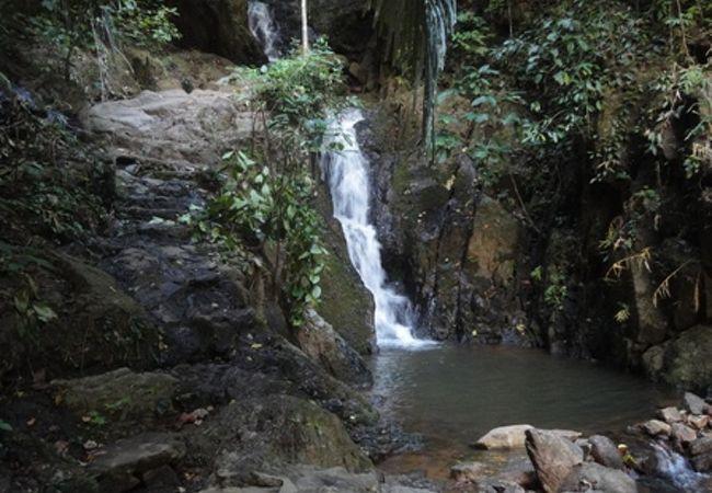 トン サイ滝