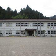 小川小学校・・・いい雰囲気の木造校舎