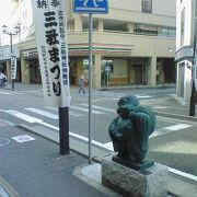 新潟駅前で七福神の像が建っています。