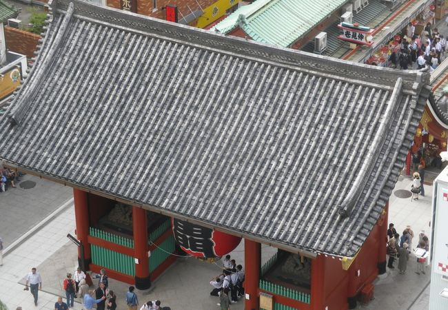 浅草文化観光センターの展望テラスから見た雷門