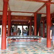 フエ郊外にいくつかある廟のうち最も威厳があるという廟