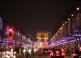 シャンゼリゼ通りのクリスマスマーケット (マルシェ ド ノエル)