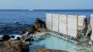 波音を聴きながら大海原にうっとり!ゆったり露天風呂!
