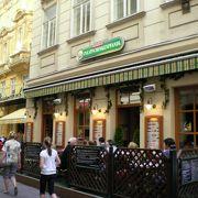 石畳の路地裏のレストラン、ボリューム満点で安いお店でした。