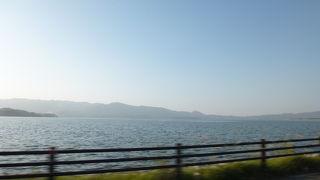 海ではなく湖です