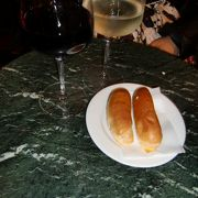 ワインとトリュフサンドで一休み