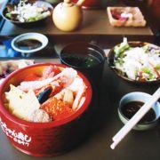 海鮮やお寿司、沖縄郷土料理をメインにした料理店