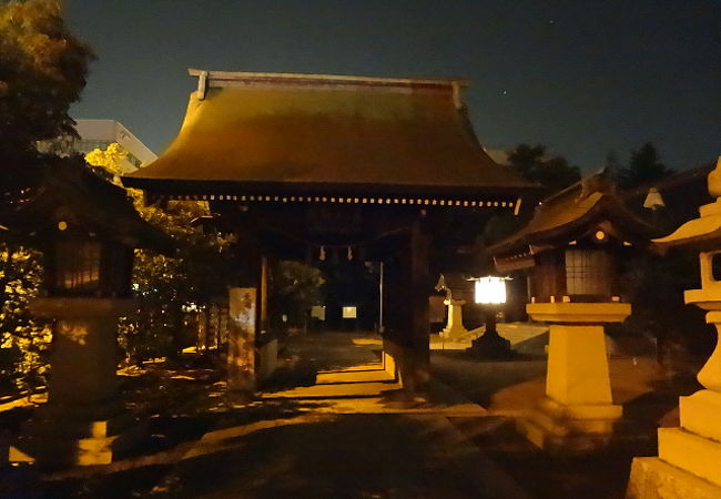 市街地中心部近くの神社
