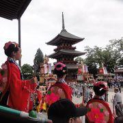 成田山祇園祭の見どころは本堂前の階段席