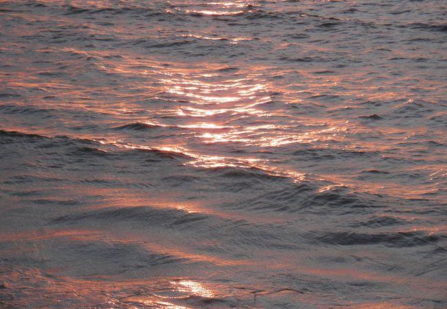 夕陽を眺めるのにいいビーチ