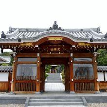 小牧市小松寺にある植栽の美しいお寺