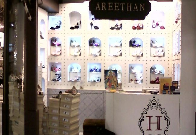 個性的な靴とバックのお店
