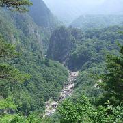 秘境という名にふさわしい渓谷は新緑と紅葉が素敵