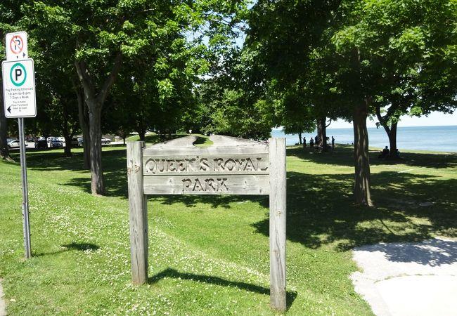 オンタリオ湖を見渡せる明るくて広々とした公園。