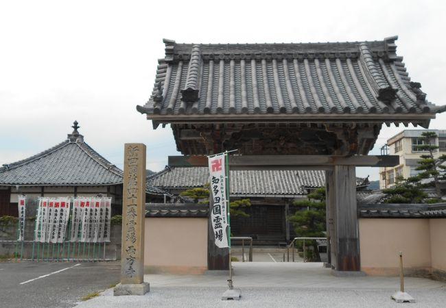 山海海水浴場に面するかつての「海水浴の寺」