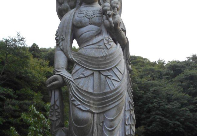 木蓮観音と可愛らしい六地蔵が出迎えてくれる南知多町のお寺