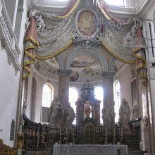 マング教会祭壇