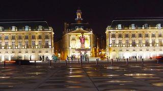 夜のパレ広場