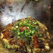 ハマオコと言って、お好み焼きの中に大粒のカキが入っています。