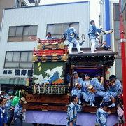 見事な山車が繰り出す大盛況の伝統祭り