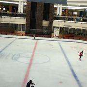 アイススケートリンクがあるモール