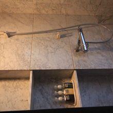 客室のシャワーは室内