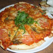 ショッピングセンターではなかなかお手頃なレストラン!バーガー&ピザがよいかな。