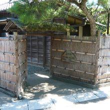 入口の門です。