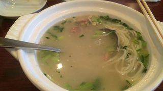 人気の鶏そばはスープが美味い