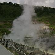 自然公園の中に「熱湯がわく風景