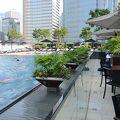 写真:ザ プール テラス  (フォーシーズンズホテル香港内)