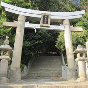 ひっそりとした神社