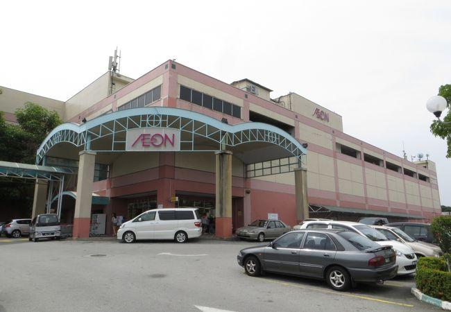市内にある、テスコにも近い便利なショッピングセンター