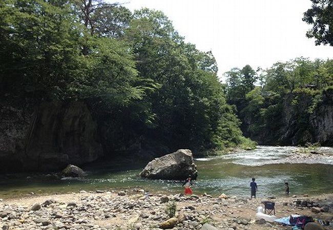 川遊びとバーベキューを気軽に楽しめる!
