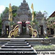 外観はヒンドゥー寺院