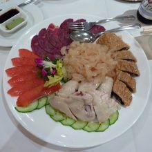 冷製前菜盛り合わせ。クラゲの食感がバツグンでした