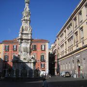 スカッパ・ナポリの大きな広場