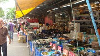 バンコク名物の週末マーケット