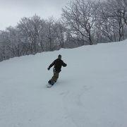 スキーとスノボを楽しめる家族向けスキー場